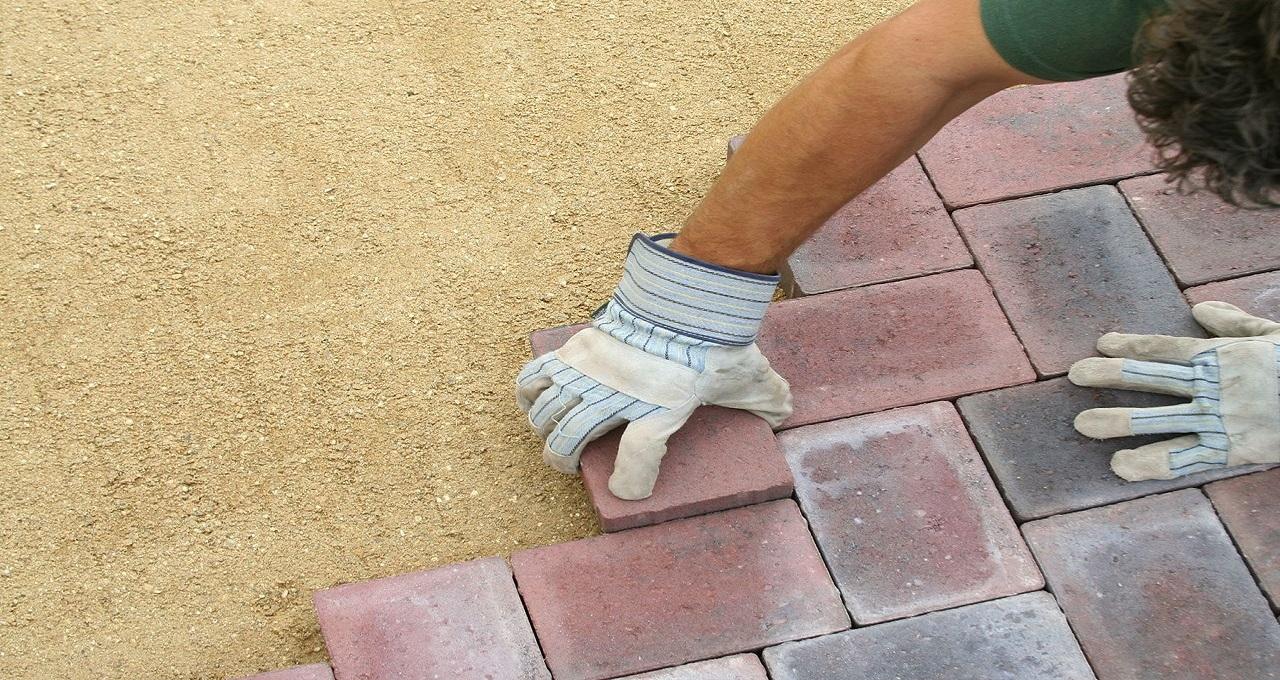 block-paving-pattern-being-laid-compressor.jpg